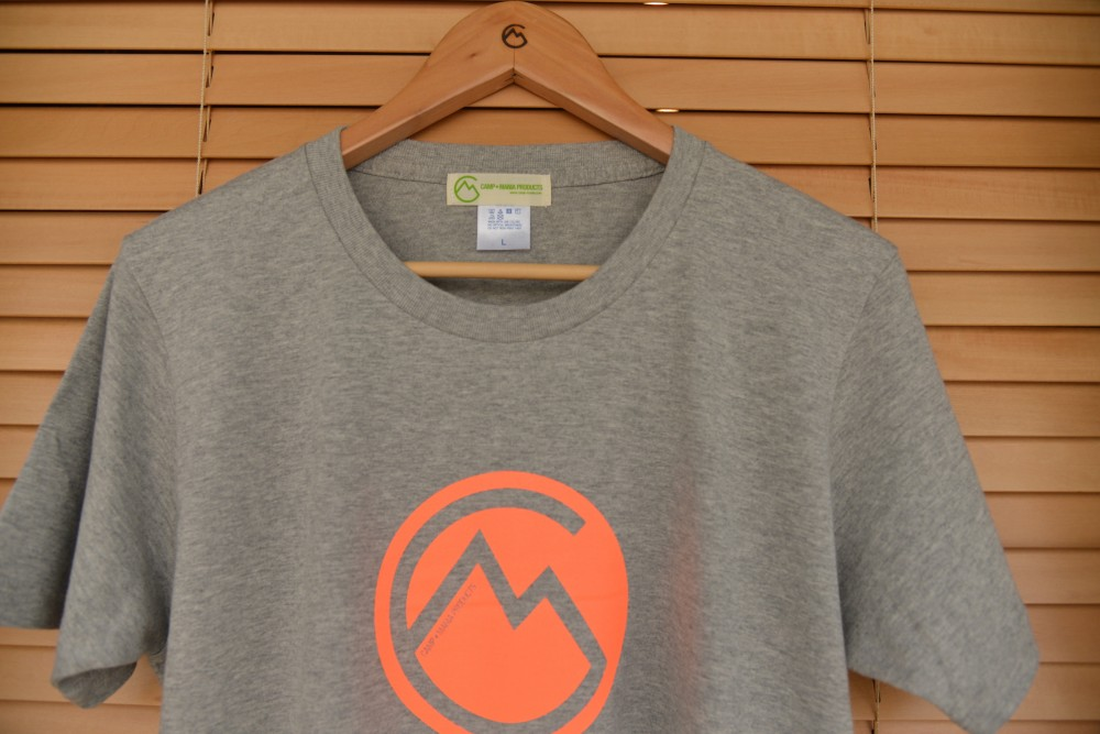 【WEB限定】CAMP MANIA PRODUCTS / ORIGINAL LOGO TEE  (グレー×蛍光オレンジ)