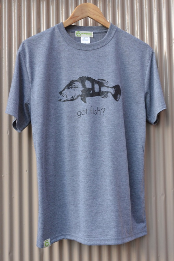 【WEB限定】CAMP MANIA PRODUCTS / GOT FISH Tee #2アスー(グレー)